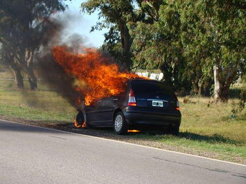 Evitar incendios en su auto siendo precavido correctamente